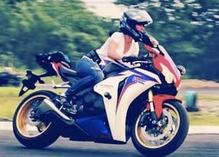 نصائح مهمة لقيادة الدراجة النارية في الصيف