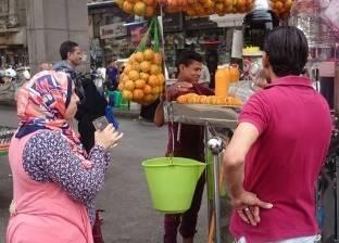 """بائع البرتقال في العتبة يشكو """"المفطرين"""" في نهار رمضان"""