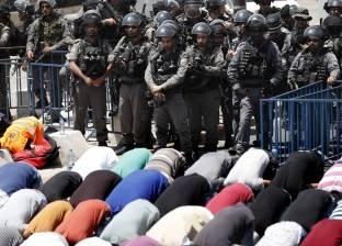 الاحتلال الإسرائيلى يعتدى على المصلين فى القدس والضفة.. ويمنع الرجال دون الـ50 من دخول «الأقصى»