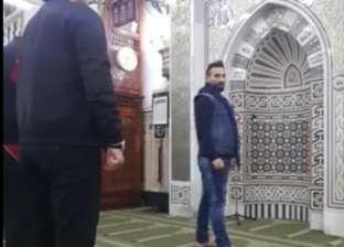 بالفيديو| أحمد سعد يؤم المصلين في صلاة الفجر بمسجد السيدة النفسية
