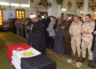 """تشييع جثمان """"جاد الرب"""" شهيد مجند قوات مسلحة في جنازة عسكرية ببني سويف"""