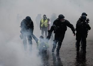 """""""غاز وقنابل واعتقالات"""".. أساليب الشرطة الفرنسية في تفريق متظاهري باريس"""