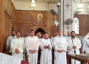 """أسقف حلوان يضع حجر أساس كنيسة """"شهداء حلوان"""""""
