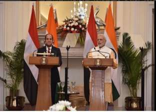 """""""السيسي"""" يستعرض برنامج الإصلاح الاستثماري في مصر أمام الرئيس الهندي"""