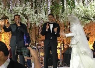 "بالفيديو| رمضان صبحي وحبيبة يشاركان عمرو دياب غناء ""قمرين"""