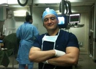 علاج اضطراري في رحلة طيران.. مهارة طبيب مصري تنقذ سيدة كندية من الموت