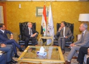 """""""عرفات"""" يناقش مع وفود أجنبية سبل التعاون في مجال النقل البرى والبحري"""