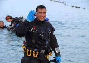 ولاء حافظ يقف دقيقة حداد على أرواح الشهداء تحت الماء