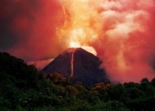 بالفيديو| لحظة ثوران بركان أجونج الإندونيسي