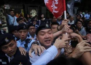"""تظاهر الآلاف في هونج كونج احتجاجا على اعتقال قادة """"ثورة المظلات"""""""