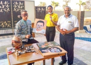 «مصطفى» رسام يسعى لدخول «جينيس» برسم 180 لوحة في وقت واحد