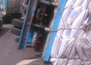 إصابة سائق في انقلاب سيارة على طريق البحر الأحمر في سوهاج