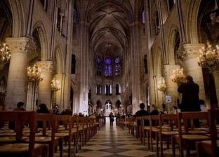 """""""بالخوذ البيضاء"""".. رجال الدين يقيمون أول قداس بكاتدرائية نوتردام"""