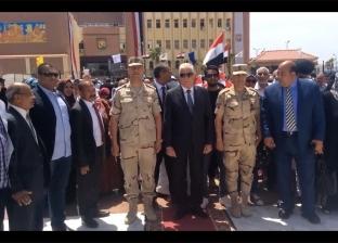 محافظ جنوب سيناء يضع إكليل الزهور على النصب التذكاري للجندي المجهول