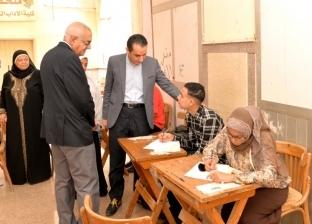 رئيس جامعة المنصورة يتفقد الامتحانات بكليات الآداب والصيدلة والزراعة