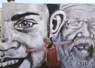 فنانة تشكيلية تحول شوارع أسوان إلى معرض: يا سلام على أهل بلدى
