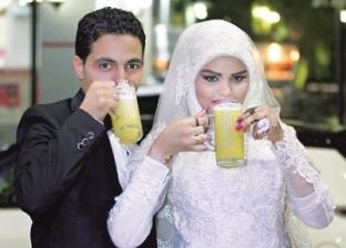 جلسة تصوير عروسين فى محل قصب وعلى عربة بطاطا: هنا اتقابلنا