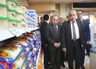 بالصور| وزير التموين يطمئن على توافر السلع الغذائية بمنافذ كفر الشيخ