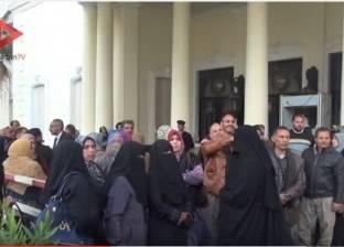 بالفيديو| مدرسون يستقبلون وزير التعليم الجديد بمظاهرة احتجاجية