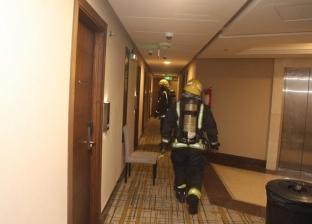 إخلاء 700 معتمر إثر اندلاع حريق في أحد فنادق مكة