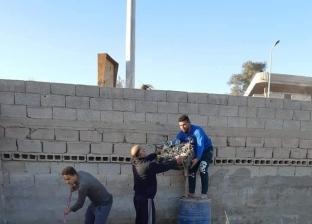 حملة شبابية لتنظيف مقابر العريش.. متطوعون: نسعى لتعميم الفكرة