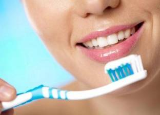 ما هي مدة تغير فرشاة تنظيف الأسنان وأضرارها؟