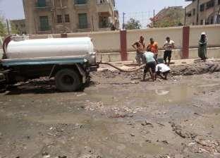 بالصور| رئيس حي ثان المحلة يوجه بتطهير ورفع مخلفات الصرف بشارع الشرطة