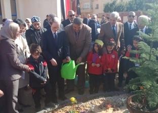 وزير التعليم يشارك السفير الياباني في غرس شتلات أشجار بمدرسة في العبور