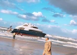 العثور على يخت سياحي دون أشخاص على شاطئ بلطيم في كفر الشيخ