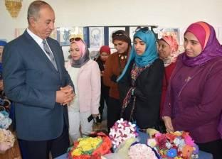 """معرض لوحات فنية بقصر ثقافة الغردقة ضمن فعاليات """"الإستراتيجية الوطنية"""" لتمكين المرأة"""