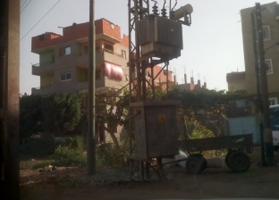"""إصابة شاب صعقا بالكهرباء بـ""""أبو باشا"""".. والأهالي: الأعمدة تهدد حياتنا"""