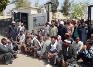 عمال الشركة المصرية لصناعة الكبريت يعترضون على تأخر الرواتب: «مش هنمشى غير لما نقبض»
