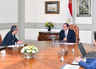 السيسي يتابع مع وزير الاتصالات خطة التحول إلى الحكومة الرقمية