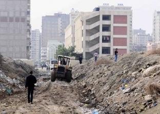 القمامة والمخلفات تحاصران الطريق إلى مجمع مدارس «الرأس السوداء» بالإسكندرية