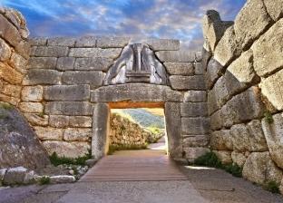 العثور على مقبرتين من العصر الميوسيني باليونان لم يتعرضا للنهب