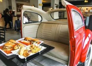 آخر تقاليع المطاعم: «برجر» للعائلات فى سيارة.. وللشباب على «موتوسيكل»