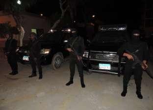 قوات الأمن تمشط شارع البحر بعد استهداف مدرعة وإصابة 5 أفراد شرطة بالعريش