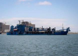 بسبب النوات.. مميش يوافق على تكريك الممر الملاحي لميناء دمياط