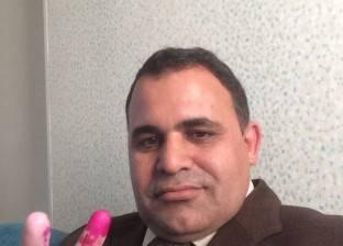 """عميد """"تربية أسيوط"""" يدلي بصوته في الانتخابات الرئاسية"""