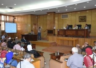 محافظ أسوان يطالب الوحدات المحلية بترشيد استخدام الوقود والسيارات