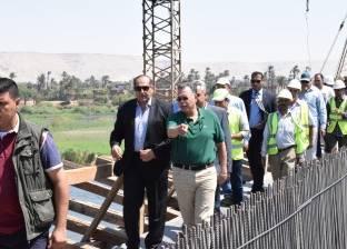 بالصور| وزير النقل يتفقد كوبري طما على النيل بسوهاج