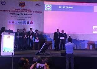مؤتمر دولي بشأن أمراض الكبد بالهند يكرم رئيس قسم الجهاز الهضمي بطب قنا