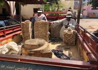 ضبط 4 قطع حجرية يشتبه في أثريتها على متن سيارة في أسيوط