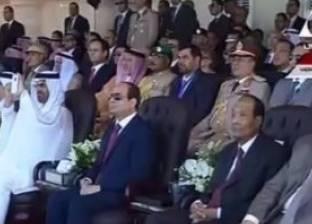 بالصور| أمراء الدول العربية يصورون العرض العسكرى بهواتفهم