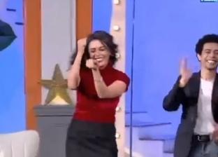 """هاجر الشرنوبي ترقص على """"إحنا أسود الأرض"""" في """"شارع النهار"""""""