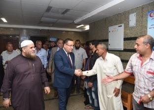 """محافظ الإسكندرية يطمئن على حالة مصابي حادث """"أتوبيس النفايات"""""""