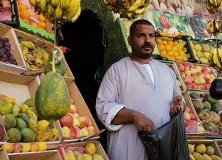 حقيقة وجود بطيخ وخوخ وأناناس «مهرمن».. «الغرف»: هذا سر كبر الفاكهة