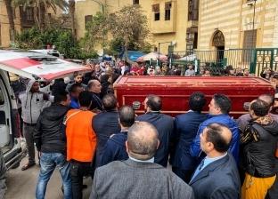 بالصور..نجوم الفن يغيبون عن جنازة حسن عفيفي.. وأرملته تدخل في نوبة بكاء