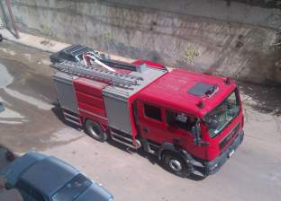 تفحم سيارة بجراج مجلس مدينة الخارجة بسبب ماس كهربائي