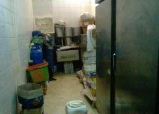 سكرتير عام أسيوط يفاجئ مستشفى الغنايم.. ويحيل مشرف الأغذية للتحقيق